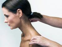 Массаж шейного отдела позвоночника делают в положении сидя с наклонненой головой вперед