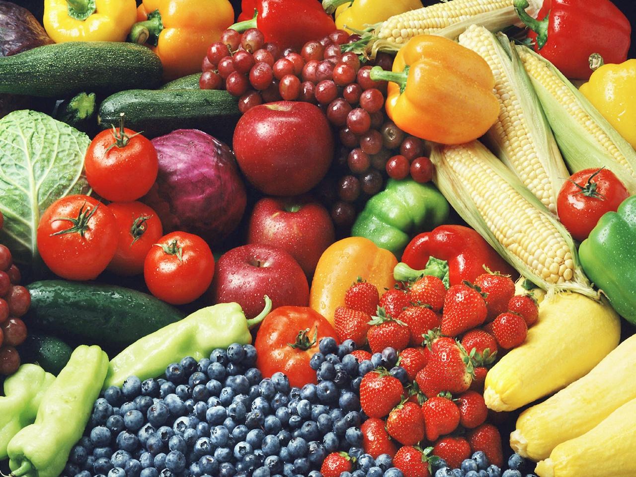 Когда у человека повышен холестерин, то нужно исключить такие продукты как мясо, рыбу, яйца
